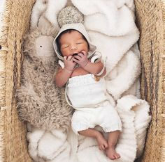 Looking for a natural Bassinet? Our bassinets are made from elephant grass and the most convenient way to keep new babies close to Mama. Check out our restock! New Baby Products, Pure Products, Moses Basket, Patterns In Nature, Cute Baby Clothes, Baby Essentials, Dark Colors, Leather Handle, Bassinet