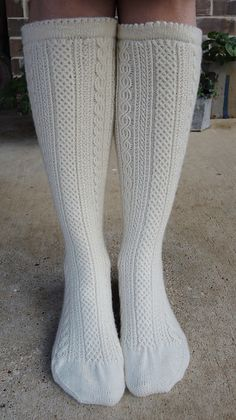 Ravelry: Project Gallery for Frauenkniestrumpf / Women's Knee-Stockings pattern by Maria Erlbacher Knitting Projects, Yarn Projects, Crochet Projects, Knitting Socks, Hand Knitting, Knit Socks, Knitting Patterns Free, Knit Patterns, Celtic Patterns
