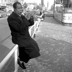 Louis Armstrong, one of the most influential artists in jazz history, was born August in New Orleans, Louisiana. Louis Armstrong, Jazz Artists, Jazz Musicians, Famous Musicians, Jazz Trumpet, Coloured People, Vintage Black Glamour, Vintage Soul, Movies