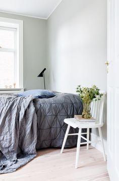 """""""Vi prøver lidt at være på forkant og tænke nyt"""" Boconcept, Nordic Style, Interiores Design, Beautiful Homes, Comforters, Ottoman, Blanket, Bedroom, Inspiration"""