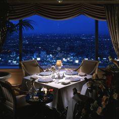 恵比寿ガーデンプレイスのXmasイルミネーションを筆頭に、毎年数多くのカップルを魅了する「恵比寿」。今回はその中でも一生記憶に残るクリスマスディナーを堪能できる、高貴な一軒家レストランを厳選しました。大切な彼女と、感動を超えた聖夜を愉しんで!