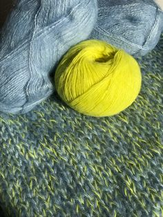 Yarn Color Combinations, Yarn Inspiration, Yarn Colors, Knit Crochet, Sewing Projects, Cool Designs, Weaving, Wool, Knitting