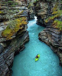 Laguna Perú es sitio tan bonito para aventura y tomar un paseo en canoa por el agua.