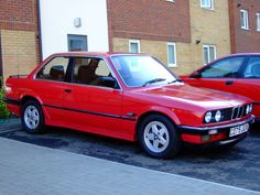 Always been obsessed with the body of '80s BMWs >>> the new models.