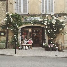 Greenery warmth and style a modern wedding in downtown los the prettiest store fronts in provence junglespirit Gallery