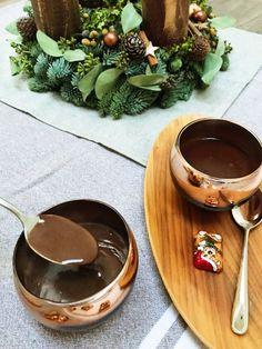 horká čokoláda recept 150 g čokolády s obsahem kakaa nad 60 % 250 ml mléka. Chocolate Treats, Chocolate Fondue, 7 Layer Cookies, Winter Food, Smoothie, Cooking, Cocktails, Drinks, Advent
