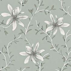 Rogivande tapet med stilrent slingrande blommönster i olika grå nyanser på pastellgrön botten från kollektionen Flora 897715. Klicka för att se fler blommiga tapeter för ditt hem!