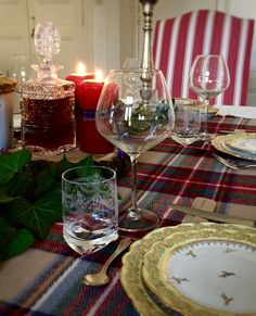 Automn tablescape made by Beaubon events www.beaubon.events #table #tablescape #tartan #scottish #fall #winter #automne #artdelatable #events #deco