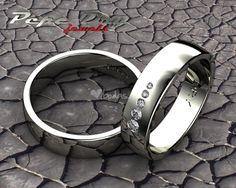 Alianzas de boda modelo Succo en oro blanco 18k, la de ella con diamantes.