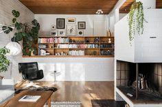 70-luku koti valkoiseksi maalattu takka & Artek karuselli nojatuoli | http://www.sisustusblogi.fi/tyylia-ja-tunnelmaa-70-luvun-kodissa