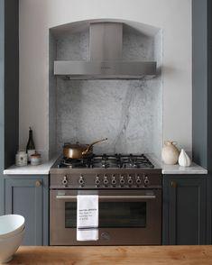 Kitchen Interior, Kitchen World, Home Decor Kitchen, Kitchen Cooker, Open Plan Kitchen Dining, Kitchen Plans, Open Plan Kitchen Dining Living, Kitchen Remodel Small, Kitchen Chimney
