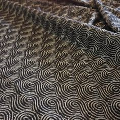 tissu lelievre - jacquard reversible noir  spirales blanches / black and white jacquard fabric