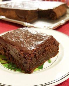 Brownie (recept uit mijn 1e boek #patatjezwaardvis) met chocoladeganache & glazuur uit #huisgemaakt ! #huisgemaakt #homemadefood #foodie #brownie #brownies #chocolade #chocolate #cake #glace #foodphoto #foodporn #chocolatebrownie #choco #sweet #baking #foodies #instagood #instafood #dessert