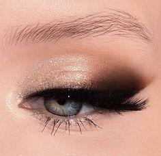 eye makeup quotes eye makeup goes with a white dress eye make White Eyeliner Makeup dress Eye Makeup quotes Smokey White Makeup Trends, Makeup Inspo, Makeup Inspiration, Makeup Tips, Makeup Ideas, Makeup Quiz, Makeup Style, Makeup Meme, Decor Inspiration