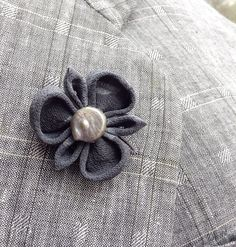 A gray silk lapel flower pin made in the Japanese tsumami kanzashi style! This attention-grabbing pin is a unique fashion accessory no one else can own. I used a vintage kimono silk to make the flower, attached a gray coin pearl into the center, and mounted everything on a tie tack finding. Complements a blazer, sport jacket, suit, suspenders, cardigan, overcoat, vest, or hat. This item is made to order, so each one will be a tiny bit different! Kanzashi flowers are made from folded fabric…