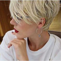 Today we have the most stylish 86 Cute Short Pixie Haircuts. We claim that you have never seen such elegant and eye-catching short hairstyles before. Pixie haircut, of course, offers a lot of options for the hair of the ladies'… Continue Reading → Long Face Hairstyles, Short Pixie Haircuts, Layered Haircuts, Pixie Hairstyles, Blonde Hairstyles, Curly Haircuts, Short Hair With Layers, Short Hair Cuts For Women, Ombré Hair