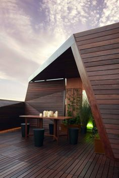 Great use of wood in an external Environment, i wonder if they carry the use of wood throughout the interior as well?