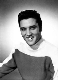 Publicity shoot 4 B/W King Elvis Presley, Elvis Presley Photos, Rare Elvis Photos, King Creole, Young Elvis, Burning Love, Cant Help Falling In Love, King Of My Heart, Old Hollywood