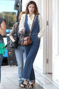 Alexa Chung's Style File | ELLE UK Alexa Chung teams her denim dungarees with a white shirt, Mulberry bag and wedges to go shopping in Sydney, August 2011.