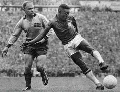 #WC1958: #Brazil defeated #Sweden at the #Rasunda stadium: 2-5. #Pelé and #Skoglund. #Pelé became worldchampion at the age of 17.
