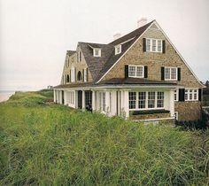 The Devoted Classicist: Bonnie Dune, Southampton Shingle Style Architecture, Farmhouse Architecture, Shingle Style Homes, Residential Architecture, Historic New England, London England, Dutch Colonial, Ranch Style, Coastal Homes