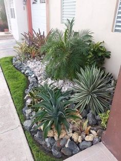 Amazing Rock Garden Design Ideas For Front Yard. Here are the Rock Garden Design Ideas For Front Yard. This post about Rock Garden Design Ideas For Front Yard was posted under the Outdoor category by our team at July 2019 at am. Hope you enjoy it . Garden Types, Diy Garden, Spring Garden, Potager Garden, Home And Garden, Garden Ideas For Front Of House, Garden Beds, Front Yard Ideas, Garden Fences