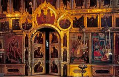 [RUSSIA.GOLDENRING 26.006]  'Iconostasis.'    	Central door in the 17th century iconostasis of Suzdal's Nativity Cathedral. Among the icon-painters was Grigory Zinovyev, one of the tsar's most gifted artists. The iconostasis separates the nave from the sanctuary in an Orthodox church. Photo Mick Palarczyk.