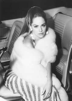 Channeling fur glamour a la Sharon Stone Sharon Stone Casino, Gorgeous Women, Beautiful People, Hello Beautiful, Excellent Movies, Glamour, Inspiration Mode, Models, Old Hollywood