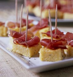 Polenta with parmesan Finger Food Appetizers, Appetizer Recipes, Food In French, Aperitivos Finger Food, Cooking Time, Cooking Recipes, Fingers Food, Parmesan, Appetisers