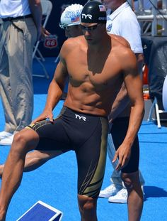 What the Pros Wear - Checkout the gear from Matt Grevers Male Swimmers, Olympic Swimmers, Olympic Sports, Michael Phelps Workout, Michael Phelps Swimming, Swimming Pictures, Us Olympics, Daily Burn, Tony Romo
