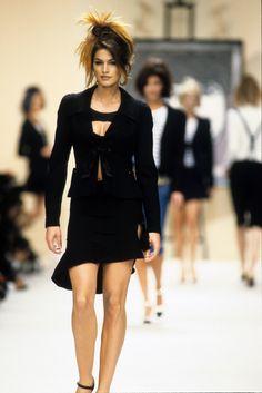 Chanel Spring 1994 Ready-to-Wear Fashion Show - Cindy Crawford