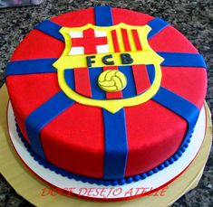 bolo do barcelona simples Pastel Del Barcelona, Bolo Do Barcelona, Barcelona Party, Soccer Birthday Cakes, Soccer Cake, Gorgeous Cakes, Amazing Cakes, 49ers Cake, Bolo Fake Eva