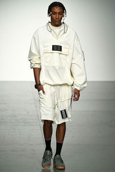 See all the Collection photos from Liam Hodges Spring/Summer 2018 Menswear now on British Vogue Urban Fashion, Men's Fashion, Fashion Outfits, Fashion Design, Men's Outfits, Fashion Styles, Winter Fashion, Mens Fashion 2018, Sport Fashion