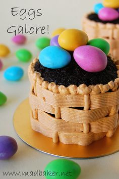 Very creative Easter Cupcake Idea - Love the woven basket look. Wonder if my piping bag skills would be up to scratch :p