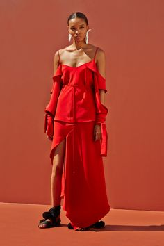 See the complete Juan Carlos Obando Spring 2016 Ready-to-Wear collection.