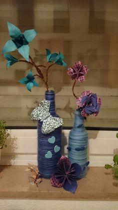 Flaschen mit Wolle umwickelt, Deko aus Papier
