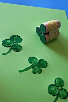 Wine Cork Shamrock Craft for St. Patrick's Day DIY St patrick's day art project for kids March Crafts, St Patrick's Day Crafts, Daycare Crafts, Classroom Crafts, Toddler Crafts, Preschool Crafts, Kids Crafts, Holiday Crafts, Arts And Crafts