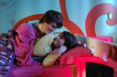 Lali Espósito y Peter Lanzani #laliter Favim, Series Movies, Bean Bag Chair, Netflix, Toddler Bed, Nostalgia, Teen, Singer, Feelings