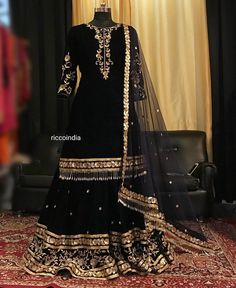 Looking for a budget lehenga store in Delhi? Check out the collection by Ricco India. Lehenga prices start from INR and they even do banarasi lehengas. Pakistani Fashion Party Wear, Pakistani Wedding Outfits, Pakistani Dresses Casual, Pakistani Dress Design, Bridal Outfits, Sharara Designs, Lehenga Designs, Shadi Dresses, Indian Gowns Dresses