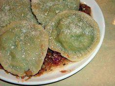 La meilleure recette de Pâte à raviolis maison! L'essayer, c'est l'adopter! 4.8/5 (24 votes), 100 Commentaires. Ingrédients: 200g de farine ,2oeufs ,1càs d'huile d'olive ,1càs de lait ,3pincée de sel