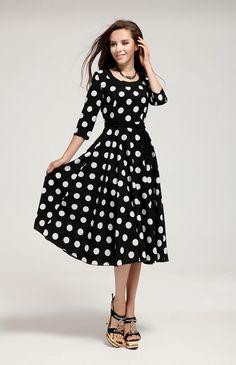 petite robe noire à pois dansante.