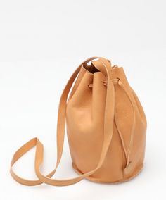 It's been an obsession ever since mum used a leather bucket bag when I was baby. Dhani's Perfect Leather Bucket Bag Cheap Purses, Unique Purses, Cute Purses, Satchel Handbags, Purses And Handbags, Ethnic Bag, Vintage Purses, Leather Purses, Leather Crossbody