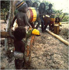 rasta babes Rastafarian Culture, Dub Music, Jah Rastafari, Haile Selassie, Negril Jamaica, Music Images, African Culture, Bob Marley, Little People