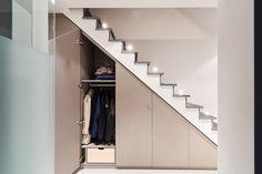 Camber - Foto's : Ontdek hier de realisaties van Camber : slaapkamers, dressings of boekenkasten. Vind uw kast op maat! Staircase Storage, Stair Storage, Cabinet Under Stairs, Romantic Room, Basement Stairs, Tv Cabinets, Interior Inspiration, Sweet Home, New Homes