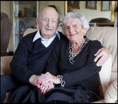 Maurice and Helen Kaye were preparing to celebrate their wedding anniversary when Mr. Kaye fell ill and died BRITAIN'S longest married wife has told of her heartbreak after her husband died after 88 years together. Mature Couples, Old Couples, Beaux Couples, Grow Old With Me, Wedding Anniversary Presents, Walk Together, Growing Old Together, Never Grow Old, Lasting Love