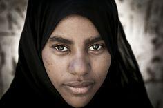 Face to face with a Nubian beauty - Elephantine Island, Aswan - EGYPT -