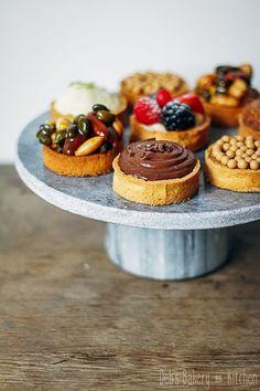 Deze verrukkelijke mini taartjes maak je met 1 basisrecept. Qua vulling kun je eindeloos variëren! Het recept vind je in mijn blog. #basisrecept #taartjes Baking Recipes, Cake Recipes, Dessert Recipes, Salty Cake, Mini Pies, High Tea, Savoury Cake, Food Cakes, Clean Eating Snacks