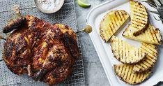 En hel kylling flækket langs rygbenet, ridset og smurt med en marinade af ananas, lime, chili, hvidløg og rosmarin. En skøn mariande til kylling. Få opskriften på grillet kylling marineret med ananas og chili her. Pork, Lime, Chili, Pineapple, Kale Stir Fry, Lima, Chile, Chilis, Key Lime