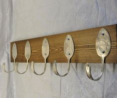 BEAUTIFUL Coat Rack with 5 Hammered Table Spoons Recycled Vintage Silverware Wall Hanger Flatware Hooks Any Color Silver Plated Spoon Set – Home Trends 2020 Recycled Silverware, Recycled Decor, Silverware Art, Recycled Crafts, Wood Crafts, Cutlery, Spoon Hooks, Decoration Entree, Diy Rangement
