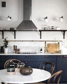 Kungsholmsgatan 8 / styling: scandinavian homes / ph: kronfoto Kitchen Dining, Kitchen Decor, Kitchen Cabinets, Dining Room, Thing 1, Scandinavian Home, Kitchen Interior, Home Kitchens, Sweet Home